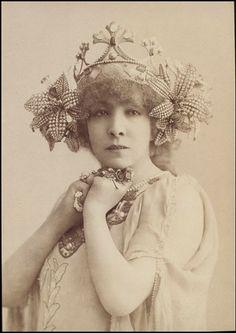Fawn Velveteen , C. H. Reutlinger, Sarah Bernhardt in the title role of La Princesse Lointaine, 19th century