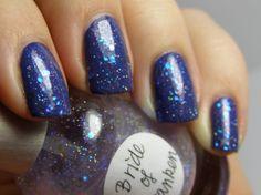 What a pretty nail polish :>