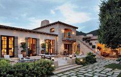 Spanish style homes – Mediterranean Home Decor Mediterranean Houses, Mediterranean Homes Exterior, Mediterranean Architecture, Tuscan Homes, Exterior Homes, Italian Homes Exterior, Mediterranean Design, Boho Glam Home, Spanish Style Homes