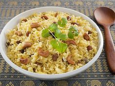 Aromatic Garlic Rice....has lots of garlic, green and red chillies, coriander, cumin, fennel, cashews and peanuts