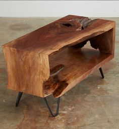 60 DIY Table Project for Beautiful Furniture in Your House Live Edge Furniture, Unique Furniture, Wooden Furniture, Furniture Projects, Furniture Design, Furniture Stores, Outdoor Furniture, Wood Projects, Furniture Cleaning