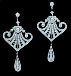 Diamond earrings, approx. 3.90 carats, platinum. 21st century  Love!