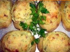 Receita de Batatas recheadas - batatas coloque em uma travessa e leve no forno de microondas Para assar as batatas coloque na potência 100 por 45 minutos Corte as...