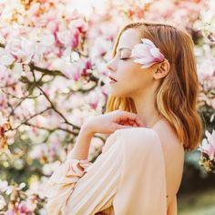 Portraitfotografie by Ljuba Gonchar Magnolie Magnolienbl te BLOSSOM Spring Photography, Couple Photography Poses, Portrait Photography, Debut Photoshoot, Wedding Photoshoot, Rosa Pink, Blossom Trees, Cherry Blossom, Sacred Feminine