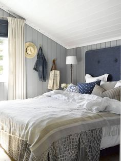 Cabin by the sea colors LADY Supreme Finish matt 5125 Orkla Beautiful Bedrooms, Home Bedroom, Cozy House, Bedroom Design, Home Decor, Bedroom Inspirations, Cottage Interiors, Beach House Bedroom, Cottage Bedroom