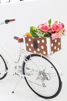 DIY Polka Dot Bicycle Basket - Sugar & Cloth Cruise around in style when Spring and Summer roll around with this DIY polka dot bicycle basket!