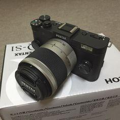 PENTAX Q-S1 カメラは詳しくないんですがスマホ内蔵カメラよりちょっといいやつが欲しくて買いました 型落ちなのか大分安くなってますね とりあえず開けてみたところ説明書読まないと #camera #pentax #pentaxqs1 #カメラ #ペンタックス #ペンタックスqs1