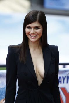 Alexandra Daddario – 'Baywatch' Photocall in Berlin