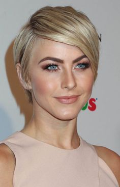 30 Short Straight Hairstyles and Haircuts for Stylish Girls Julianne Hough short hairstyle for straight thick hair Short Blonde Haircuts, Girls Short Haircuts, Straight Hairstyles, Blonde Hairstyles, Bob Haircuts, Easy Hairstyles, Female Hairstyles, Haircut Short, Hairstyles Pictures