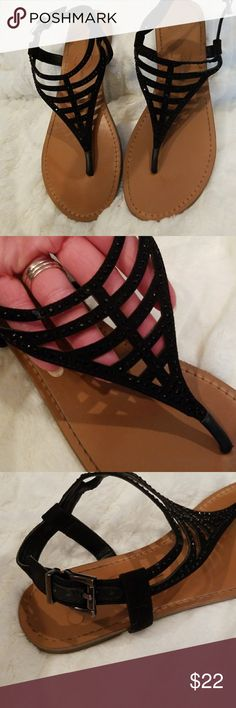 💚50% OFF💚JESSICA SIMPSON Sparkle Sandals 💚50% OFF BUNDLES of 4+ THIS WEEKEND ONLY! Dress down or dress up. Either way, they are gorgeous.  Why SHOP MY Closet? 💋Most NWT or Worn Once 💋Smoke/ Pet Free 💋OVER 450 🌟🌟🌟🌟🌟RATINGS & RISING! 💋TOP 10% Seller  💋TOP RATED 💋 FAST SHIPPER  💋BUNDLE DISCOUNT OF 20% 💋VIP REWARDS w/ EACH PURCHASE  💋QUESTIONS?? PLEASE ASK! ❤HAPPY POSHING!!! 💕 Jessica Simpson Shoes Sandals
