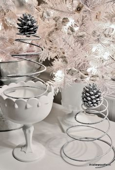 DIY Vintage Christmas trees from springs ! Simple idea to decorate with vintage flair !