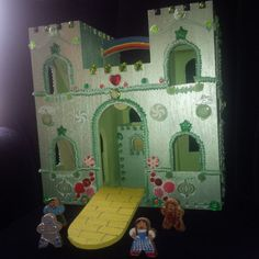 i am loving the wizard of oz theme toy castlecastle playhousewooden - Painted Wood Castle 2015