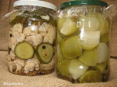 Legalább is számunkra:) Évek óta kísérletezem, hogy végre megtaláljam az a felöntőlevet, ami a legpraktikusabban használható és nag... Vegetarian Recipes, Healthy Recipes, Hungarian Recipes, Chutney, Preserves, Pickles, Cucumber, Garlic, Goodies