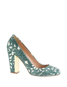 These are the shoes I will be wearing.  Of course they won't be that visable, but i would like the bouquet to reflect the pattern somewhat