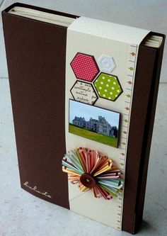 scrap miam tuto ici: http://feeduscrap.superforum.fr/t8744-les-consignes-pour-realiser-l-album#165216