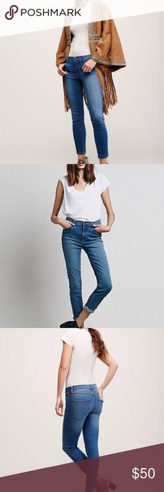 """FREE PEOPLE ROLLER CROP SKINNY LOU BLUE Size 26 Distressed denim cropped skinny jeans. 5-pocket style. Zipper and button fly closure. Stretchy fit. We love this style cuffed at the ankle and worn with a cute sandal or heel. 49% Rayon, 32% Cotton, 17% Polyester, 2% Spandex Machine Wash Cold Measurements (approx. Laying flat)  Waist 28"""" Front rise 8"""" In-seam 27.5"""" Leg opening 10"""" Free People Jeans Ankle & Cropped"""