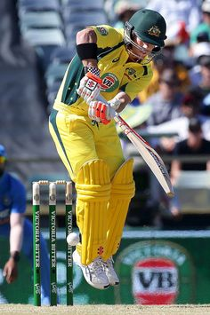 Australia's David Warner hits a shot from a delivery bowled by India's Barinder Sran during their One Day International cricket match in Perth January 12, 2016.(840×1265)