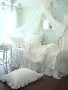 Pretty for a little girls room I want to do this for my daughter over the bed.  Very simple to make and so elegant no matter what age.