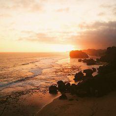 Pulang.  #sunset #beach  #nature #sky #vsco #vscocam #livefolk #liveauthentic #livefolkindonesia #wonderfulindonesia #explorejogja #exploreindonesia #drini