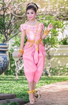 Khmer Wedding, Wedding Costumes, Asian Girl, Beautiful Women, Bridesmaid, Woman, Cambodia, Wedding Dresses, Lady