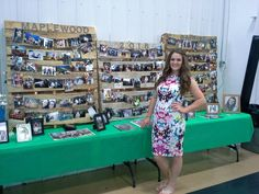 Pallet photo boards with Christmas lights placed in between make a perfect graduation display! Grad Party Decorations, Graduation Party Centerpieces, Graduation Party Planning, Graduation Party Decor, Grad Parties, Graduation Photo Displays, Graduation Picture Boards, Graduation Pictures, Pallet Graduation Ideas