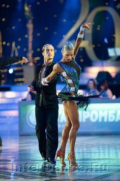 Ceroc Beginners' Blues DVD – learn to dance to slower music Latin Ballroom Dresses, Ballroom Dancing, Latin Dresses, Baile Latino, Dance Routines, Salsa Dancing, Learn To Dance, Argentine Tango, Dance Pictures