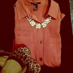 Forever 21 blouse Beautiful button down blouse. Never worn! ❤️ Forever 21 Tops Button Down Shirts