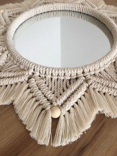Macrame Mirror, Macrame Wall Hanging Diy, Macrame Art, Macrame Design, Macrame Projects, Macrame Knots, Macrame Plant Hanger Patterns, Macrame Patterns, Art Macramé