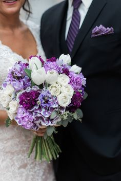 Purple and white wedding bouquet #weddingbouquet #flowers #7centerpieces