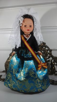 Vestidos y zapatos para Nancy Spanish Costume, Nancy Doll, Miss Piggy, Old Dolls, Baby Dolls, Diy And Crafts, Folklore, Elsa, Virginia