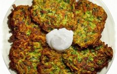 Swap out the flour in the recipe for blended dry oatmeal or ground flaxseed and use EVOO instead of veggie oil and u have a great clean eating recipe. Zucchini Pancakes, Zucchini Fritters, Clean Eating Recipes, Healthy Eating, Cooking Recipes, Healthy Recipes, Healthy Breakfast Choices, Flax Seed Recipes, Gourmet