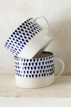 Handpainted mug | blue and white drop design | Decorator's Notebook