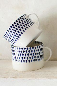 Handpainted mug | blue and white drop design | Decorator's Notebook