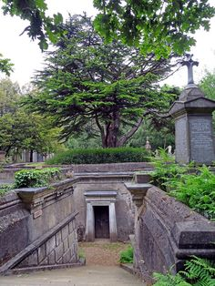highgate cemetery london, west side, circle of lebanon