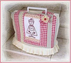 Capa!!!!!!!!!! Diy Sewing Projects, Sewing Crafts, Craft Projects, Coin Couture, Sewing Room Decor, Sewing Spaces, Sewing Lessons, Creation Couture, Patch Quilt