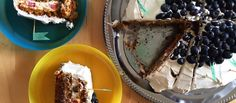 """Orechovo-mrkvová torta s čučoriedkami """"Jesť, to je nevyhnutnosť, ale správne jesť, to je umenie."""" - François de La Rochefoucauld http://varme.sk/recipe/orechovo-mrkvova-torta-s-cucoriedkami/?utm_source=fb&utm_medium=orechovo-mrkvova-torta-s-cucoriedkami&utm_campaign=pinterest-main"""