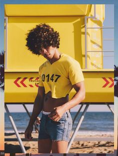 Emanuel Fuentes photographed by Christian Oita Round Face Haircuts, Wavy Haircuts, Mens Crop Top, Unisex Clothes, Unisex Outfits, Lgbt Couples, Half Shirts, Moda Chic, Neutral Outfit