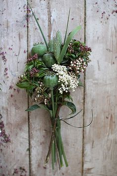 Design*Sponge   Spring Wreath How-To (by Pretty Streets Botanicals) #spring #wreath #howto #designsponge