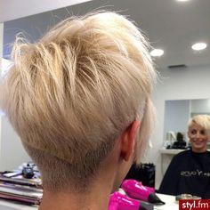 Fryzury Krótkie Na co dzień Proste Rozpuszczone Blond