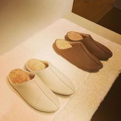 "UCHINO TOUCH on Instagram: ""足の甲周りまで暖かく、足入れしやすいクレッセント スリッパは、冷えが気になるこの時期におすすめのアイテムです。手洗いでお洗濯可能です。 Mサイズ(23〜25cm) Lサイズ (25〜27cm) ※いずれも男女兼用  #uchinotouch  #UCHINO  #内野…"" Slippers, Luxury, Instagram, Fashion, Gowns, Moda, Fashion Styles, Slipper, Fasion"
