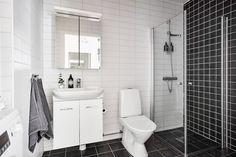 bostadervitec - 55 kvadrat Toilet, Bathroom, Apartments, Yurts, Self Sufficient Homestead, Narrow House, Fruit Crates, Elements Of Design, Modern Design