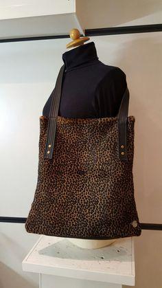 Een persoonlijke favoriet uit mijn Etsy shop https://www.etsy.com/nl/listing/259402819/panther-tote-bag