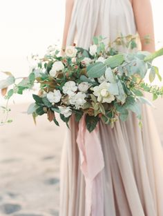 25 Best Wedding Bouquets for the Fine Art Bride | Wedding Sparrow || Amara • Bridal Registry • ||