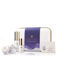 TATCHA Ritual Discovery Kit is a perfect introduction to the four-step ritual. The Cleansing Oil removes makeup and melts away the day, while the Enzyme Powder exfoliates to reveal polished skin. The Brightening Serum evens complexion. Nourish skin with the anti-aging moisturizer tailored to your skin type.