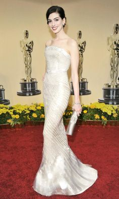 Anne Hathaway in Armani Prive at the Oscars