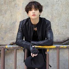 Taehyung tiene un crush with Jungkook Jungkook, es el típico Chico po . Foto Jungkook, Bts Taehyung, Foto Bts, Kookie Bts, Jungkook Cute, Bts Photo, Bts Bangtan Boy, Namjoon, Jungkook Abs