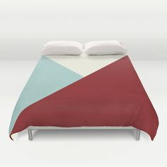 Duvet cover with Tiny colourful flag. Designed with fresh and bright colours this geometric duvet cover* will lighten up any room. It is also a perfect gift for any kid.
