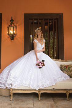 Romantic Wedding Colors, Beautiful Wedding Gowns, Dream Wedding Dresses, Bridal Dresses, Beautiful Dresses, Flower Girl Dresses, Puffy Dresses, Quinceanera Dresses, Bridal Style