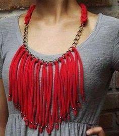 Collar de trapillo: Fotos de diseños - Modelo de collar de trapillo con flecos en color rojo