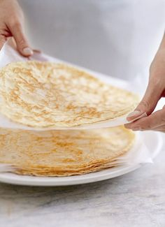 The most perfect crepe recipe ever: cup water, cup milk, 1 cup all-purpose flour, 2 eggs, melted unsalted butter for greasing pan. Pour 1 ladle and swirl around quickly. Crepe Recipes, Brunch Recipes, Dessert Recipes, Think Food, Love Food, Breakfast Dishes, Breakfast Recipes, Mexican Breakfast, Pancake Recipes